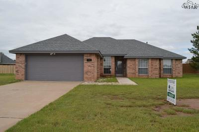 Burkburnett TX Single Family Home Active W/Option Contract: $196,000
