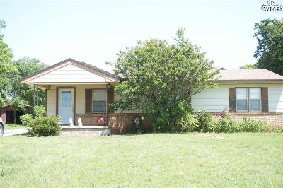 Iowa Park Single Family Home Active W/Option Contract: 1342 Bus Hwy 287