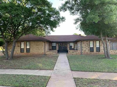 Wichita Falls Single Family Home Active W/Option Contract: 2708 Elmwood Avenue