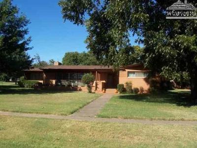 Iowa Park Single Family Home For Sale: 210 W Alameda Street