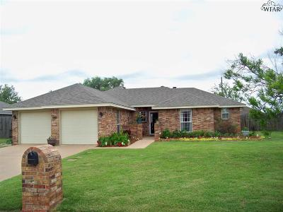 Burkburnett Single Family Home Active W/Option Contract: 1419 Amherst Street