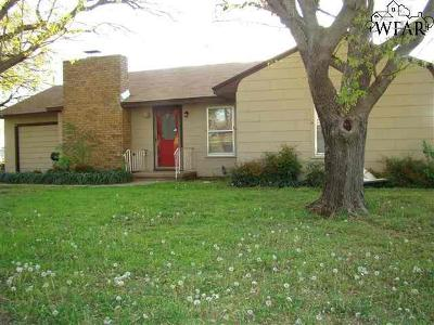 Iowa Park Single Family Home Active W/Option Contract: 811 N Yosemite Street