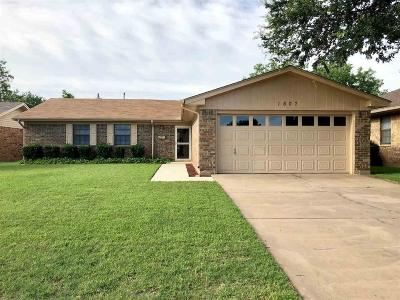 Wichita Falls Single Family Home Active W/Option Contract: 1607 Bert Drive