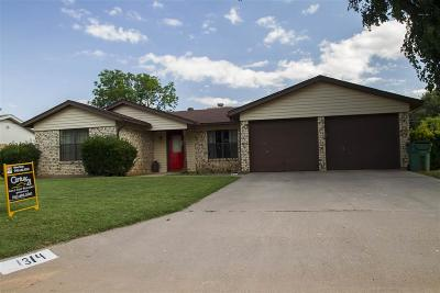 Burkburnett Single Family Home Active W/Option Contract: 1314 Amherst Street