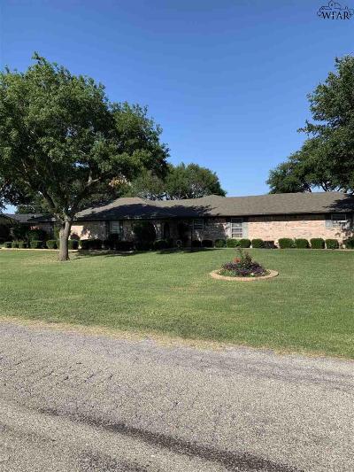 Burkburnett Single Family Home For Sale: 1409 Red Fox Lane