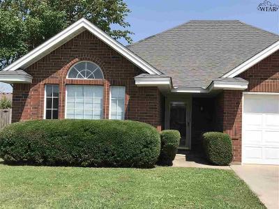 Burkburnett Single Family Home Active W/Option Contract: 1000 Pawhuska Lane