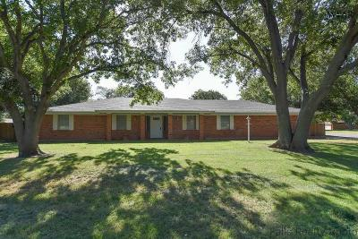 Burkburnett Single Family Home Active-Contingency: 1421 Red Fox Lane
