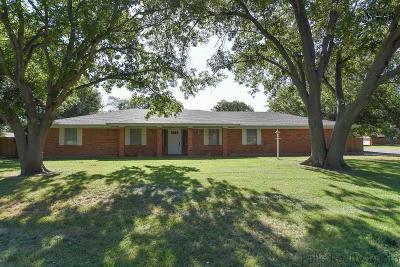 Burkburnett TX Single Family Home Active-Contingency: $164,900
