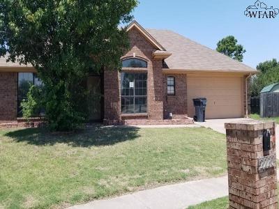 Wichita Falls Single Family Home Active W/Option Contract: 2220 Hunters Glen