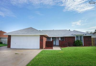 Wichita Falls Single Family Home Active W/Option Contract: 2305 Hunters Glen