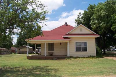 Iowa Park Single Family Home Active W/Option Contract: 522 N Park Avenue