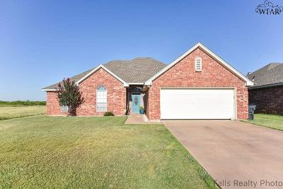 Wichita Falls Single Family Home Active W/Option Contract: 4808 Pinehurst Drive