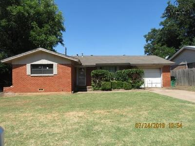 Burkburnett Single Family Home For Sale: 1214 Cheryl Drive