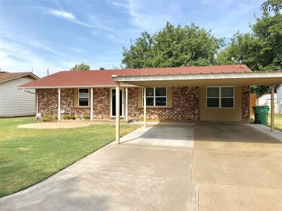 Burkburnett Single Family Home Active W/Option Contract: 1100 Frances Street