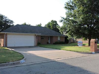 Burkburnett Single Family Home For Sale: 817 Sugarbush Lane