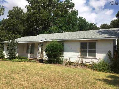 Burkburnett Single Family Home Active W/Option Contract: 701 Sycamore Drive