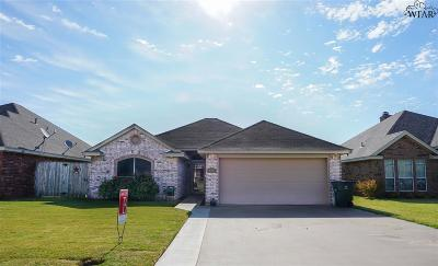 Burkburnett Single Family Home Active W/Option Contract: 809 Corbin Drive