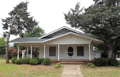 Henrietta Single Family Home For Sale: 301 S Crockett Street