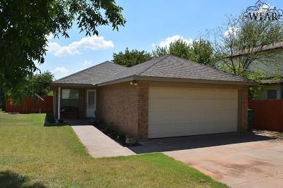 Iowa Park Single Family Home Active W/Option Contract: 303 W Diamond Avenue