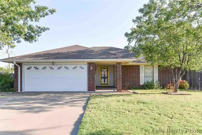 Wichita Falls Single Family Home Active W/Option Contract: 2 Shady Brook Court