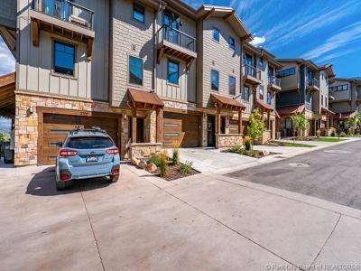 Condo/Townhouse For Sale: 3696 Blackstone Drive #8