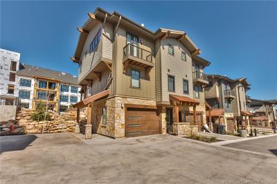 Condo/Townhouse For Sale: 3792 Blackstone Drive #18