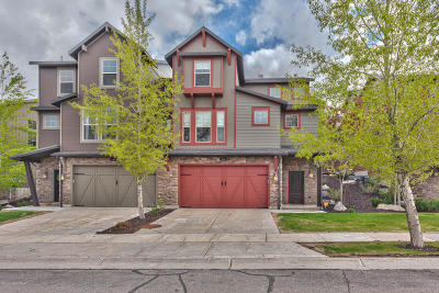 Condo/Townhouse For Sale: 853 W Benjamin Place