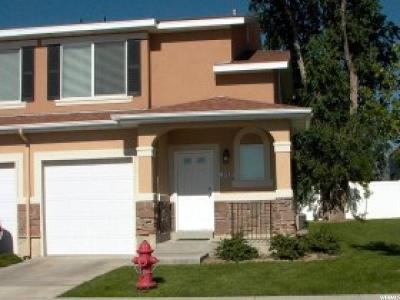 Sandy Townhouse For Sale: 9513 S Hidden Pt
