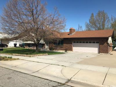Clinton Single Family Home For Sale: 586 W 1460 N