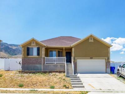 Saratoga Springs Single Family Home For Sale: 3883 S Sunrise Dr E