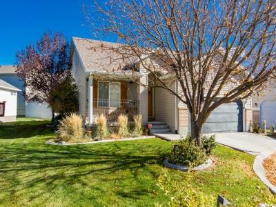 Stansbury Park Single Family Home For Sale: 118 N Crystal Bay E
