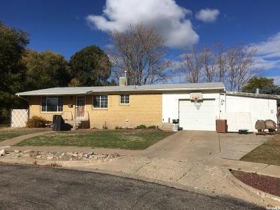 Davis County Single Family Home For Sale: 208 N Lynnwood Dr