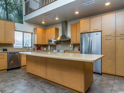 Sandy Single Family Home For Sale: 768 W Lazy Oak Way S