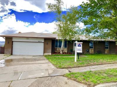 Sandy Single Family Home For Sale: 9834 S Blossom Dr E