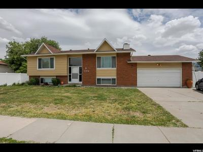 Layton Single Family Home For Sale: 1102 N Fort Ln E