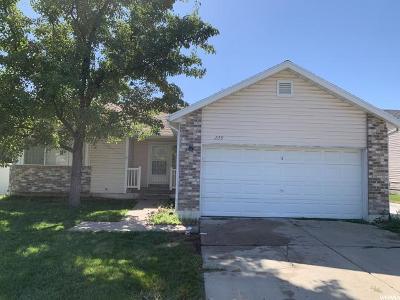 Kaysville Single Family Home For Sale: 228 S Larkin Ln W