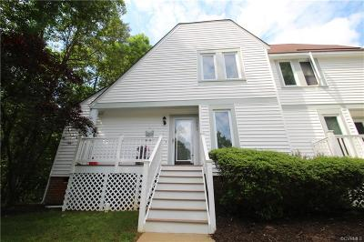 Condo/Townhouse Sold: 1520 Old Lyme Lane #1520