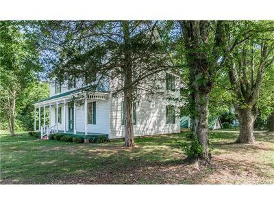Powhatan County Single Family Home For Sale: 2425 Moore Road