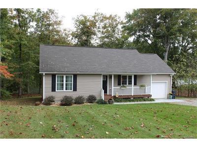 Powhatan VA Single Family Home For Sale: $220,000