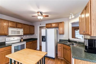 South Chesterfield Single Family Home For Sale: 21106 Baileys Grove Drive