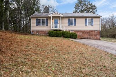 South Chesterfield Single Family Home For Sale: 20404 Hickory Circle