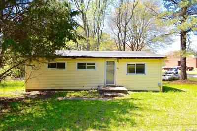 Chester Single Family Home For Sale: 13920 Woods Edge Road