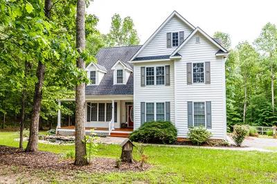 Louisa Single Family Home For Sale: 621 Ridgemont Drive