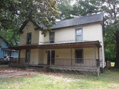 Blackstone Single Family Home For Sale: 415 Oak Street