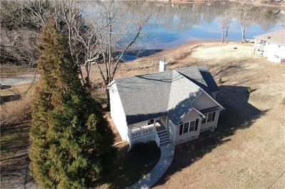 Powhatan Single Family Home For Sale: 2249 Lakeview Drive