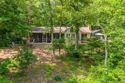 Middlesex County Single Family Home For Sale: 193 Swan View Drive