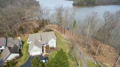 Midlothian Single Family Home For Sale: 5800 Spinnaker Cove Road