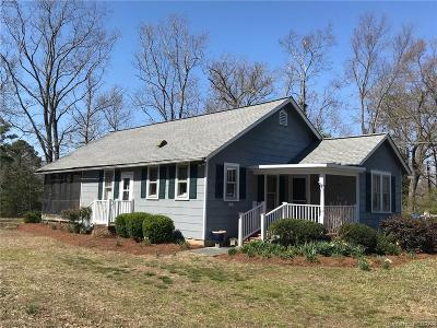 Middlesex County Single Family Home For Sale: 67 Moss Side Drive