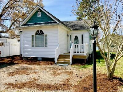 Middlesex County Single Family Home For Sale: 447 Honeysuckle Lane