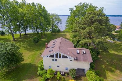 Deltaville Single Family Home For Sale: 127 Berryville Shores Drive